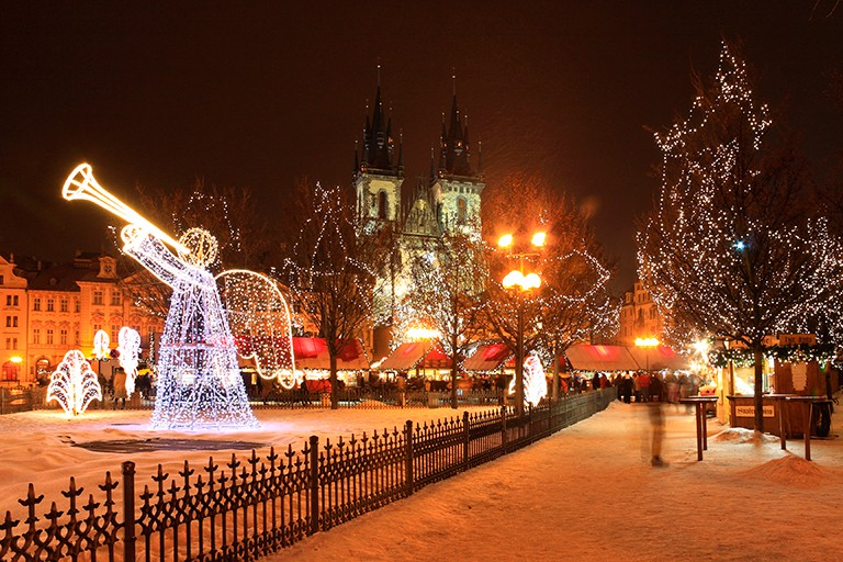 julemarked-i-praha-old-town-square-87392822