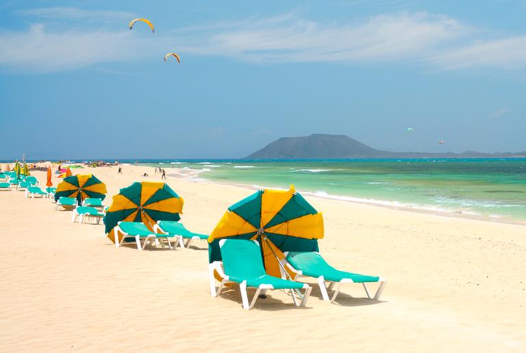 Solsenger og strand på Fuerteventura