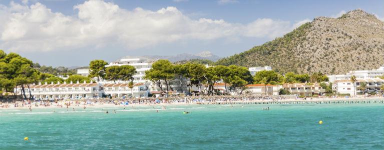 Mallorca - Strand med hotell på Alcudia 768x300