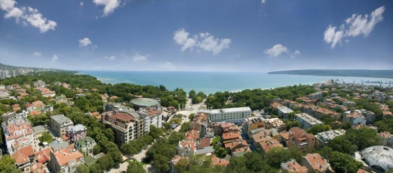 Varna, Bulgarien - Panorama över staden och kusten