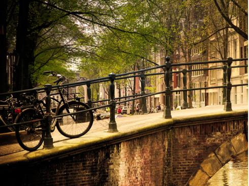 Bro med cykler Amsterdam