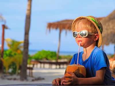 Aruba har fine, børnevenlige strande, perfekte for snorkling, og mange familierestauranter.