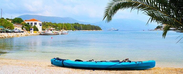 Strand og kajak på Kefalonia