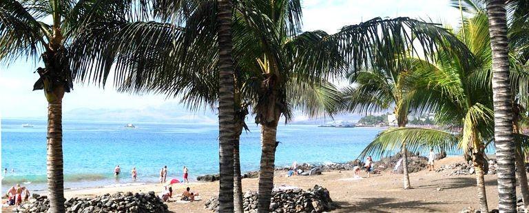 Strand och palmer vid Puerto del Carmen