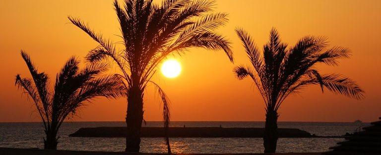 Solnedgång vid stranden i Hurghada