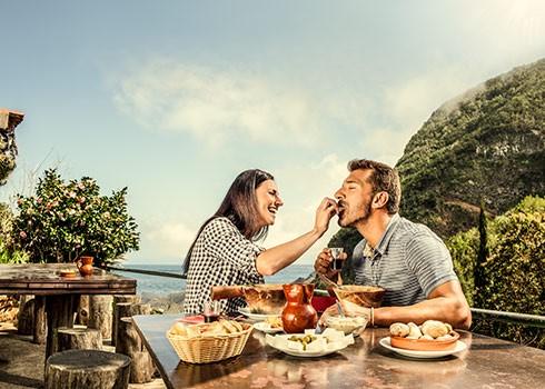 Spis en kjærelighetsmiddag på Kanariøyene