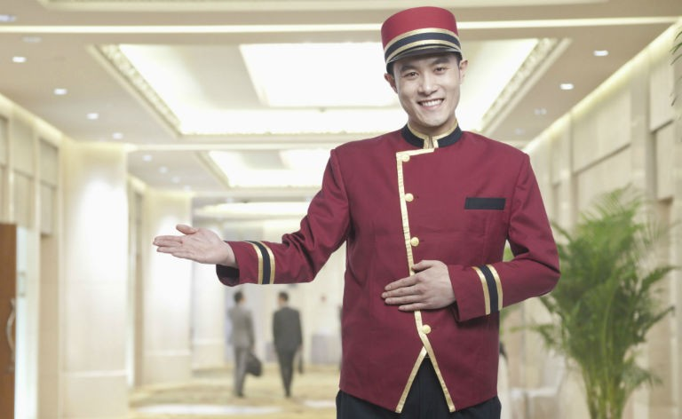 Hotel bell boy i uniform 768x472