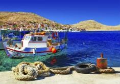 Rhodos - Vacker kust med färgglada hus och båtar 235x164