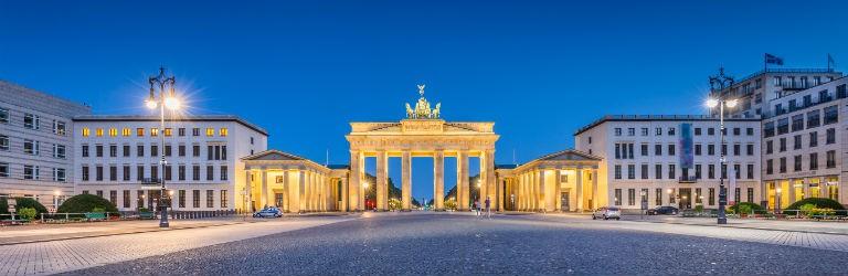 Berlin Brandenburger Tor at night 768x250