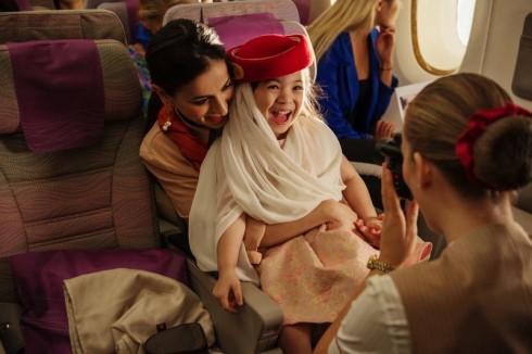 emirates_jente_staff