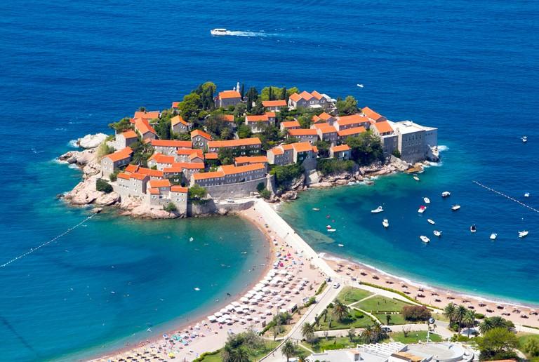 VACKER KUSTREMSA: Montenegro erbjuder både rik kultur och vacker kustlinje med många härliga sandstränder och kristallklart vatten.