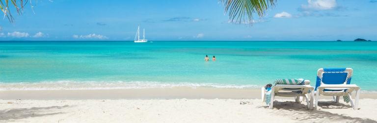Strand med solstol 768x250